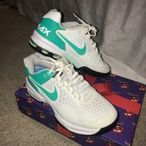 NWOT Nike airmax cage tennis shoes sneakers
